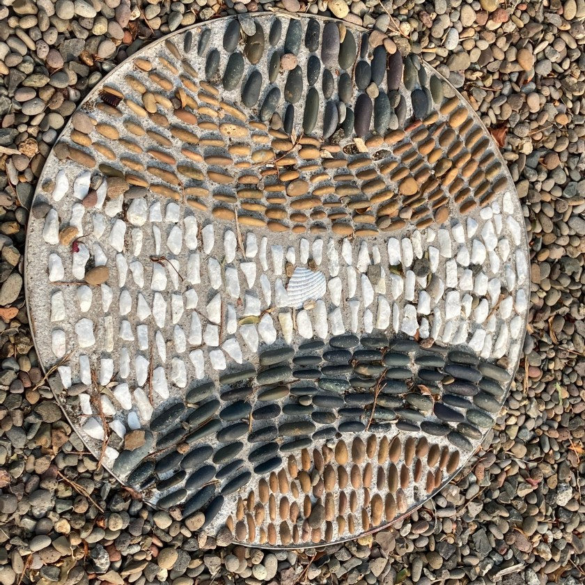 Old Willow Lane, Ashland, rock mosaic