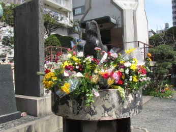 Dogs' Monument in Eko-in