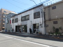 Fukadaso is a complex of cafe and art gallery