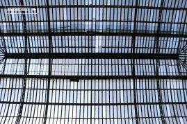 La cúpula de vidrio que corona el hall central del Museo fue diseñada y construida en Bélgica, encargada a la Compagnie Centrale de Construction de Haine-Saint-Pierre, y traída a Chile el año 1907. El peso aproximado de la armadura del domo es de 115.000 kilos y las piezas de vidrio suman 2.400 unidades