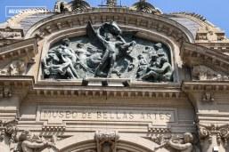 El altorrelieve de la fachada superior del Museo, obra ejecutada por el escultor chileno Guillermo Córdova, representa una alegoría a las Bellas Artes. El tema fue propuesto por el propio Jéquier y debía ser realizado en piedra blanca o vaciado de cemento.
