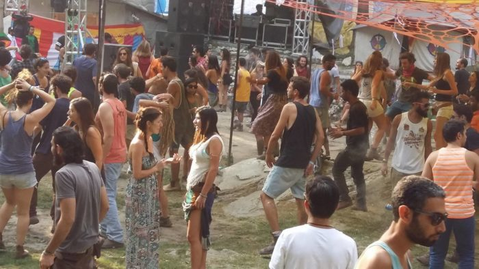 hot girls in rave party kasol