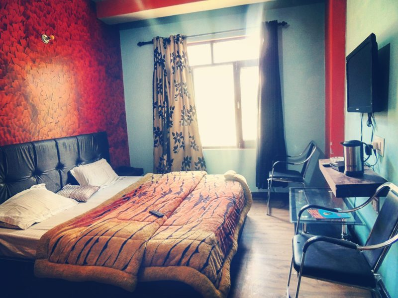 cheapest hotel in manali