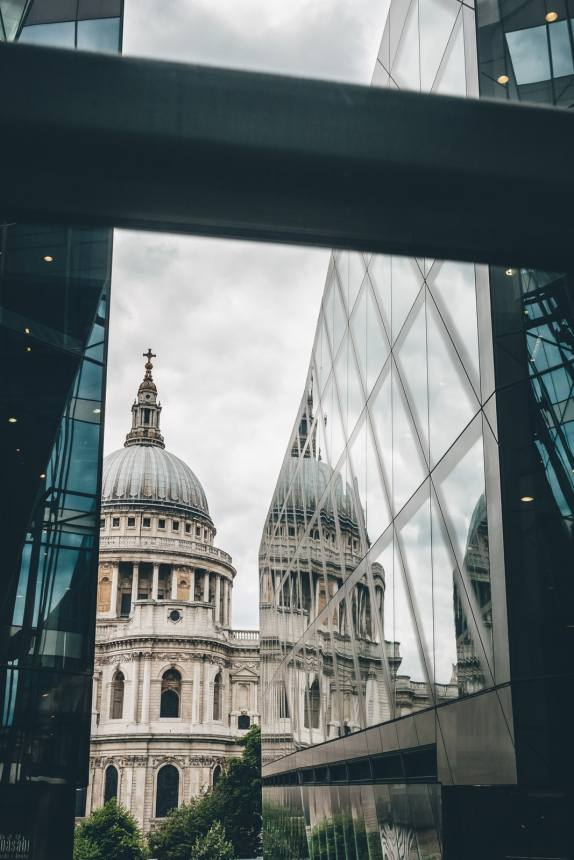 London St Pauls Cathedral Reflection min