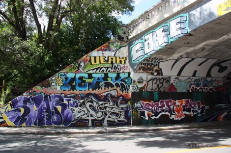 Star Two (bottom left), Veak (top left), Servis (bottom right) at the Rouen tunnel legal graffiti wall