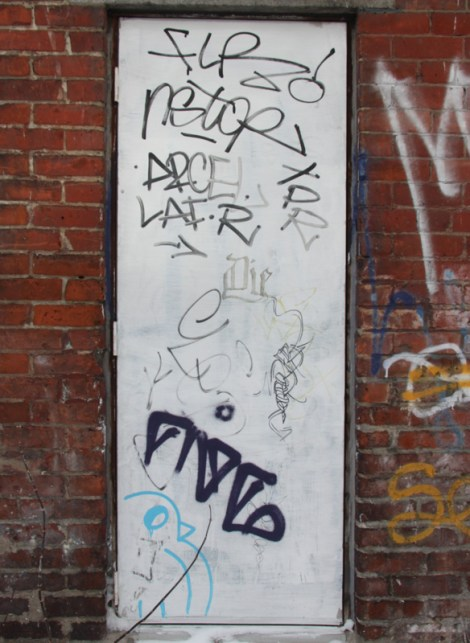 ROC514 (bottom left corner), FiveEight (tag above it) and other tags in alley between St-Laurent and Clark