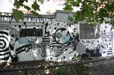 Vhat part 2/3 in alley between St-Laurent and Clark