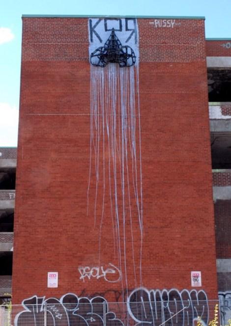 Kor graffiti on Omnipac building; photo © HoarKor