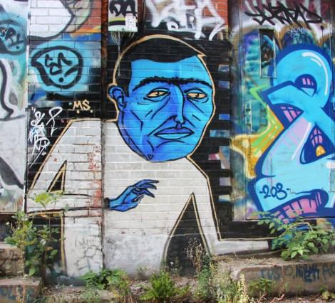Mono Sourcil in alley off Desjardins