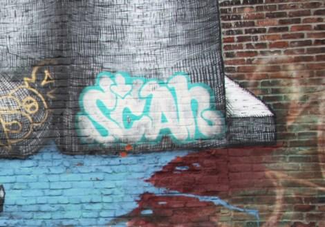 Scaner on St-Laurent mid-level roof