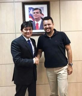 Deputado estadual Léo Cunha e o secretário de Estado de Infraestrutura, Clayton Noleto. Obras da Avenida Brasil, em Carolina, serão realizadas.
