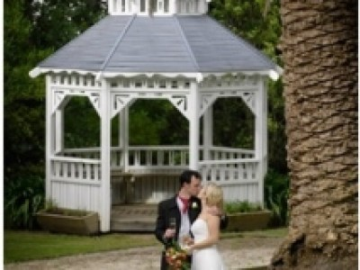gazebo-photo-in-grounds