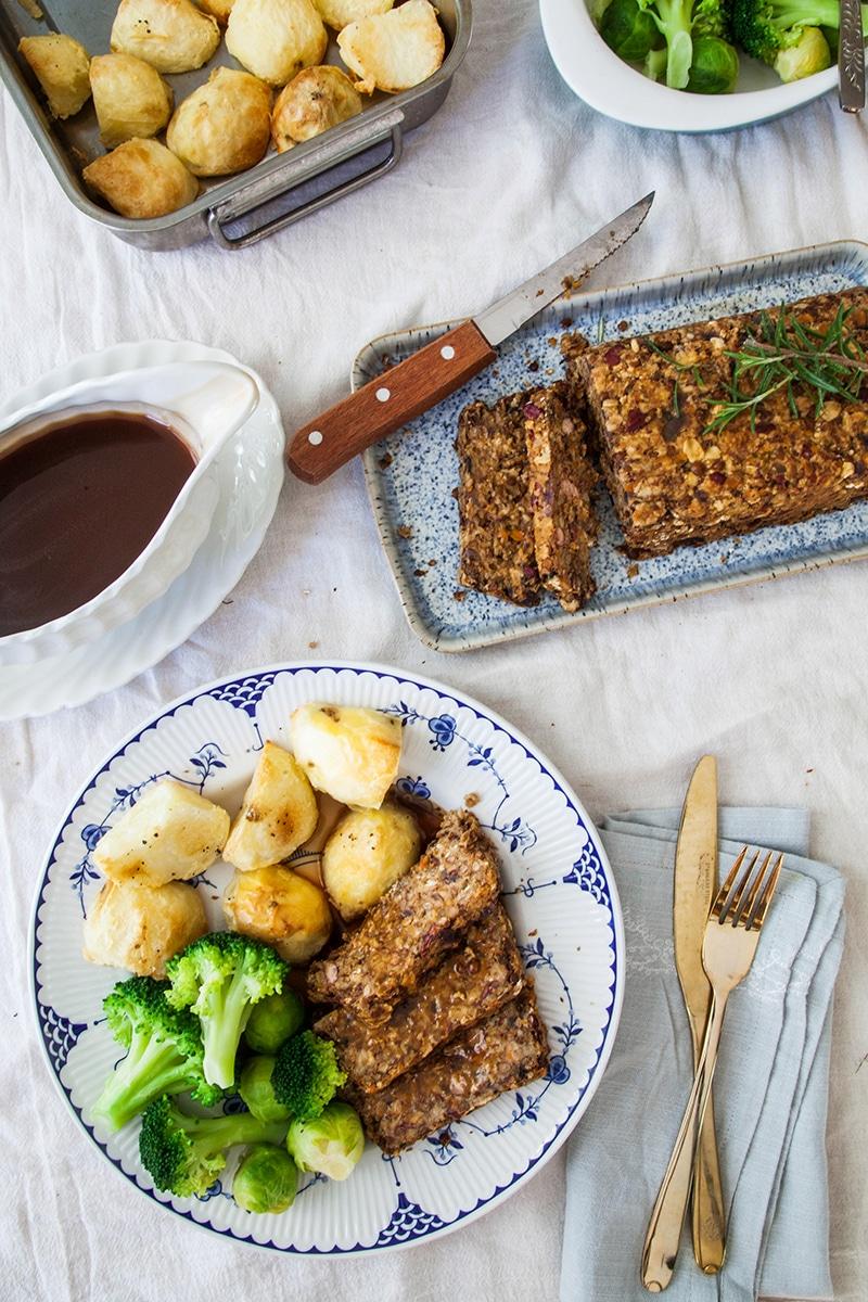 Lentil Roast with Balsamic Onion Gravy #vegan #glutenfree #christmas #thanksgiving