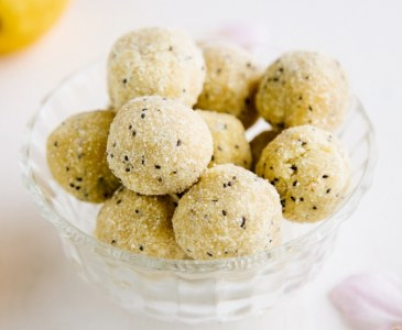 Raw Lemon Poppy Seed Mini Muffins