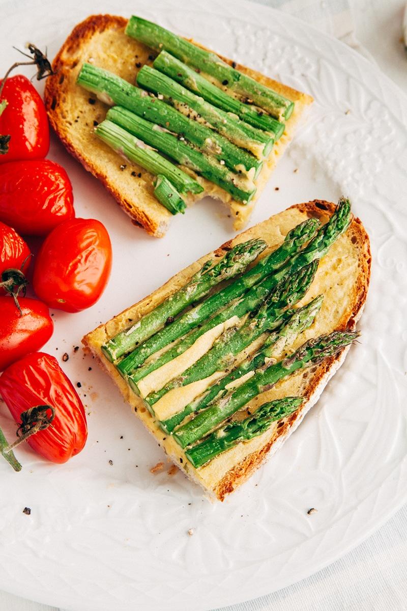 """Vegan Grilled Asparagus on """"Eggy"""" Toast"""