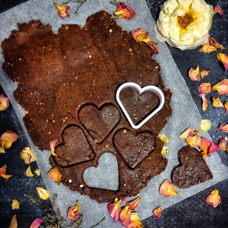 Raw Chocolate Cookies via viedelavegan.com