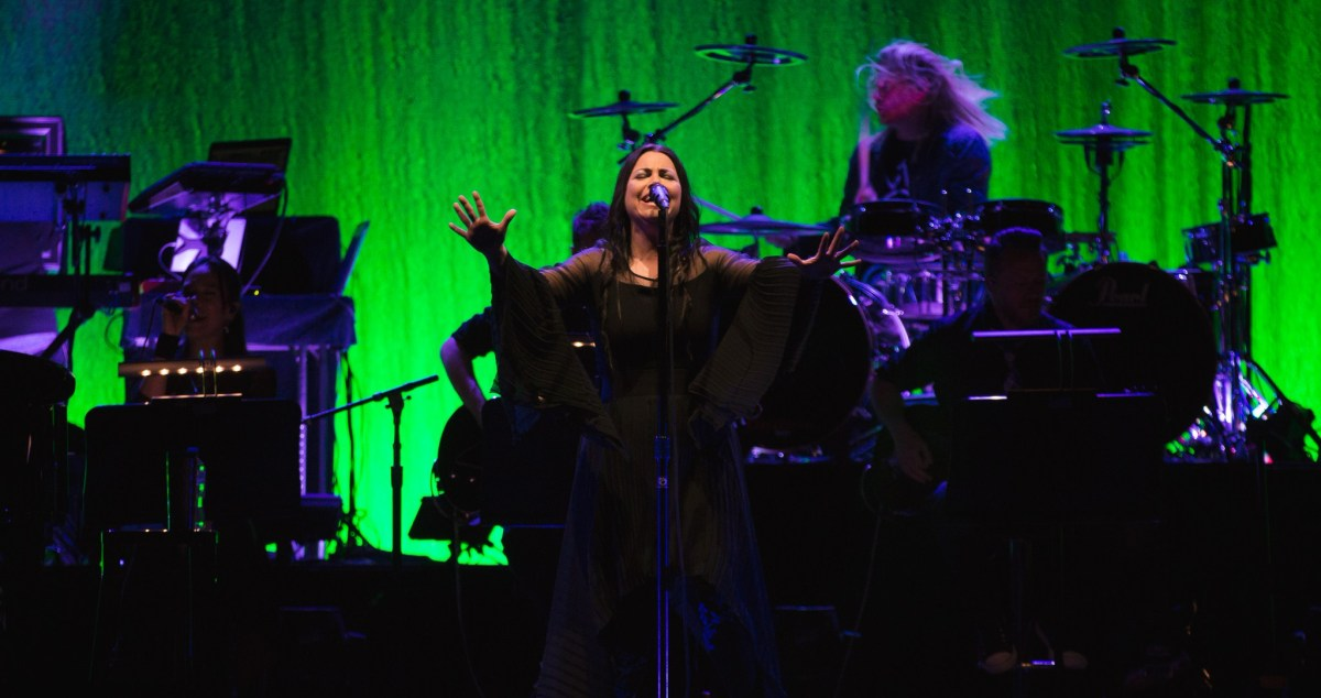 Evanescence - Gig Review & Photo Gallery  16th February @ Rod Laver Arena, Melb VIC