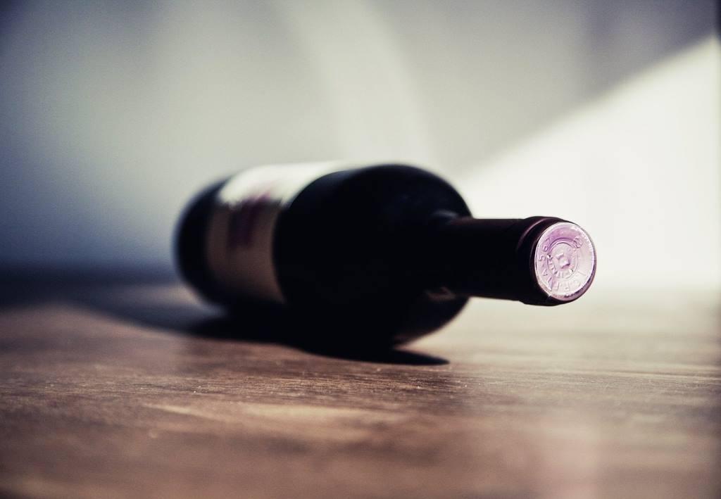 LE SAVIEZ-VOUS : pourquoi les bouteilles de vin contiennent-elles 75 cl et non 1 litre ?