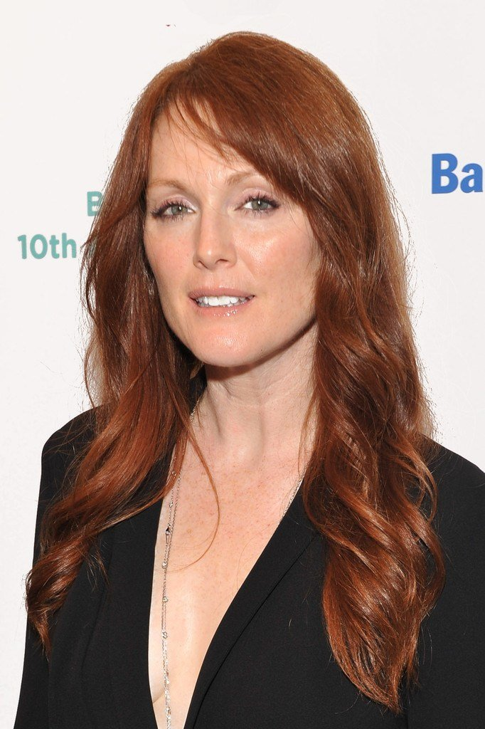 New Julianne Moore Long Wavy Cut With Bangs Julianne Moore Ideas With Pictures
