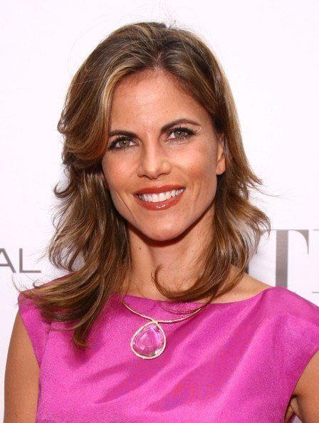New Natalie Morales Medium Wavy Cut With Bangs Medium Wavy Cut With Bangs Lookbook Stylebistro Ideas With Pictures