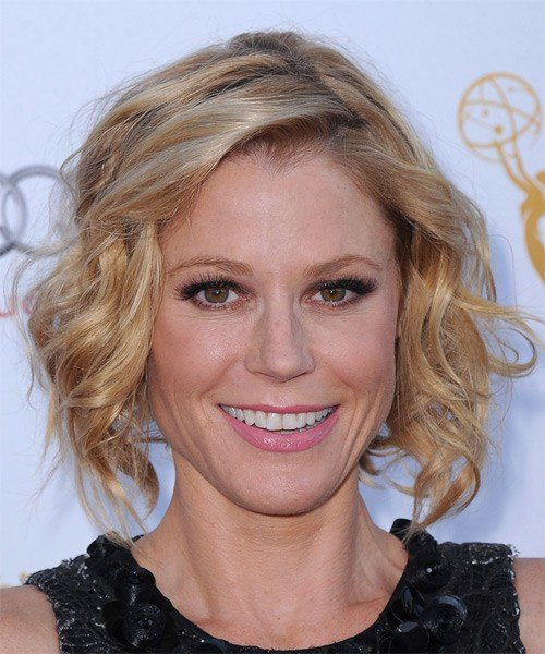 New Julie Bowen Medium Wavy Casual Hairstyle Light Honey Ideas With Pictures
