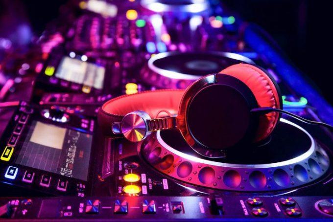 Music Headphones Dj Wallpapers Hd Desktop And Mobile Backgrounds