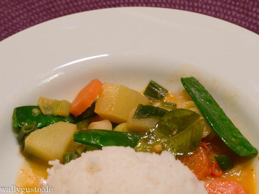 Buntes Gemüse-Curry mit Kokosmilch | LieblingsLöffelEssen