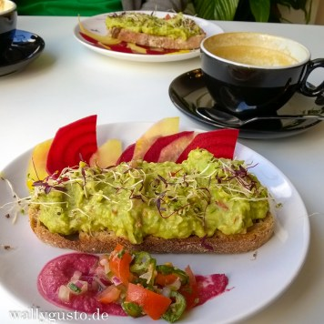 Toast & Avocade im Grams / Edinburgh