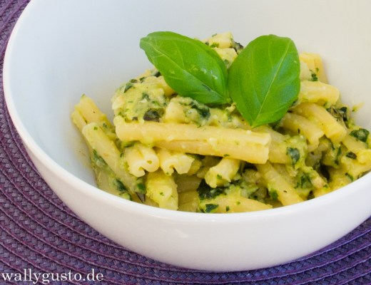 Zucchini Pesto mit Basilikum & Rosmarin