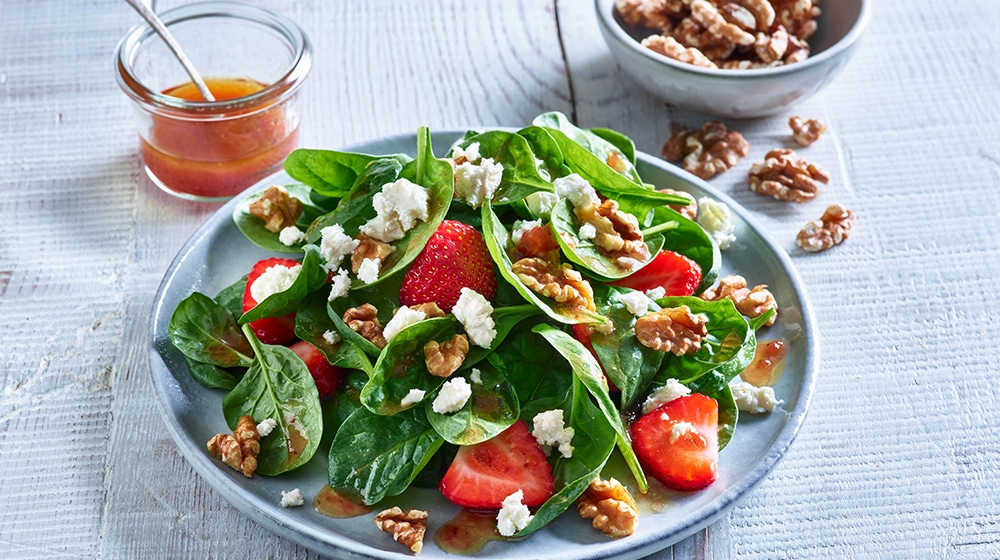 Spinach, Walnut and Strawberry Salad