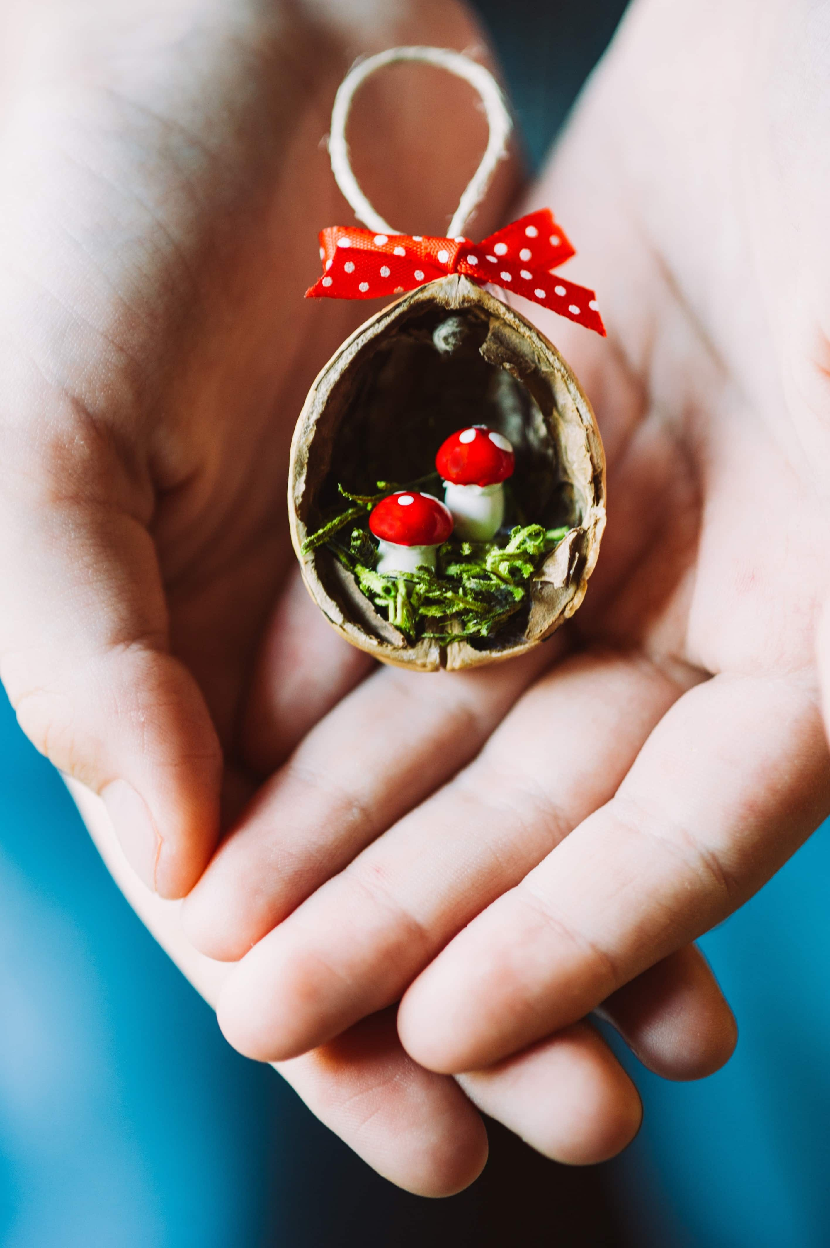 Mini Diorama Seasonal Scene Walnut Craft