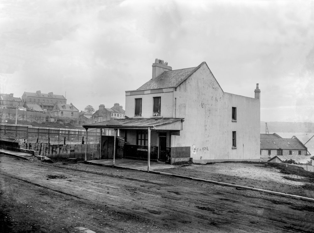 McBrides public house on Windmilll Street, Millers Point, late 19th century.