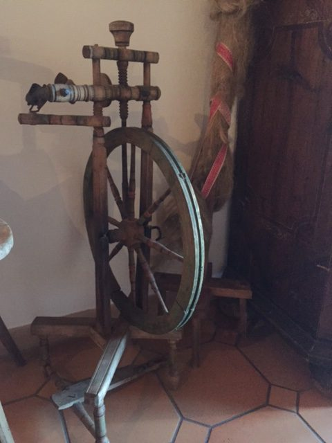 An old spinning wheel.