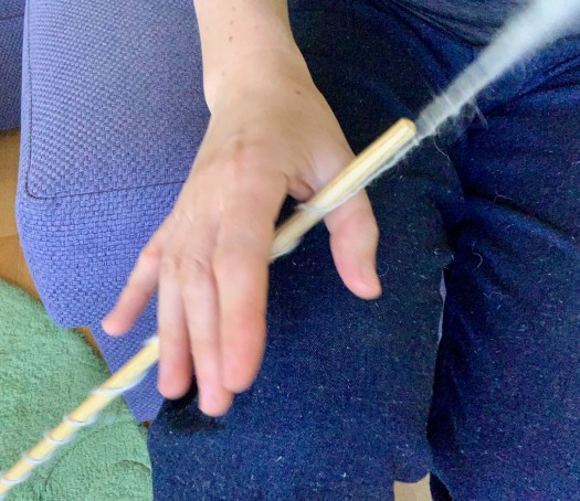 A light hand on the shaft allows me to roll the shaft all the way up my outer thigh to insert twist into the wool.