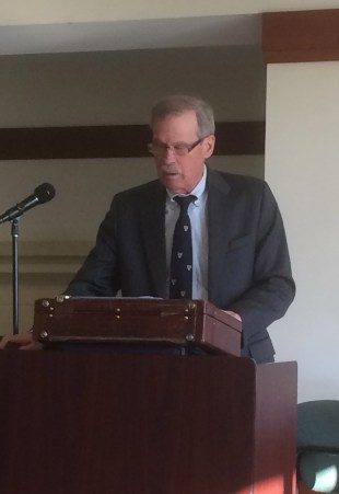 Dr. Walter McDougall lectures on American Civil Religion at Honors Forum.