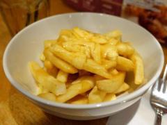 【フライドポテト】カナダ発祥のプーティンを食べにRobson Friesに行ってきた
