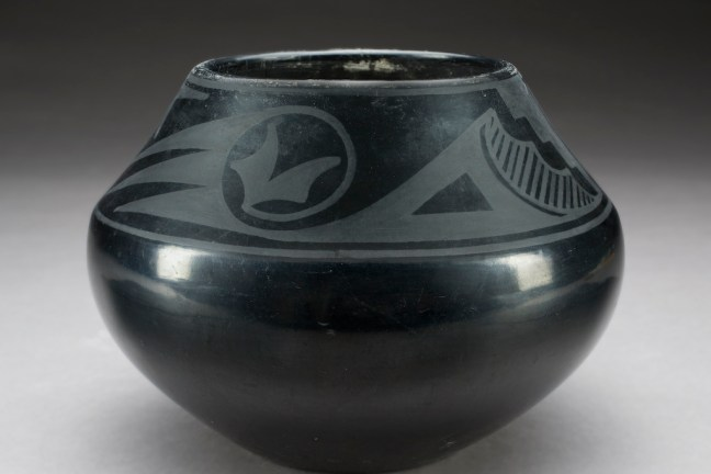 Sheen black pear-shaped pot with matte black geometric design on the upper half of the pot.