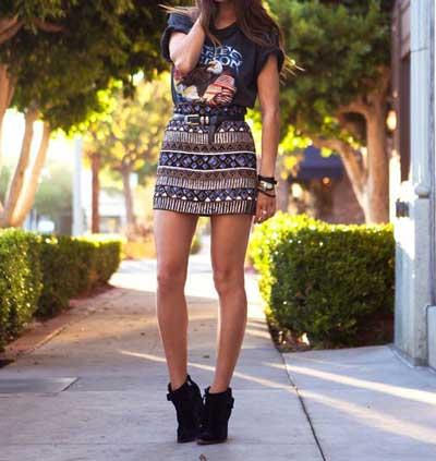 ロックTと柄スカート