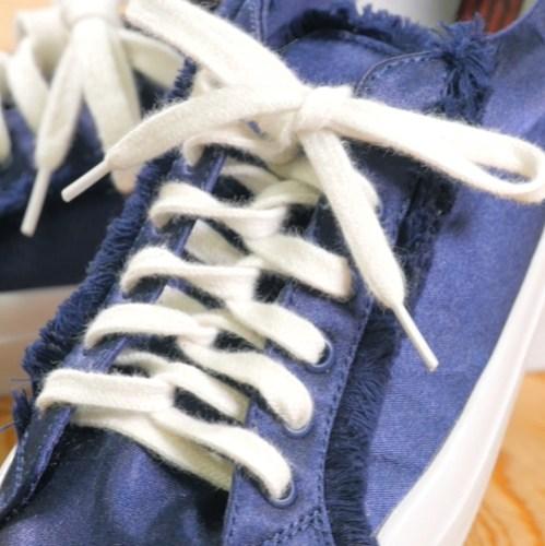 スニーカーの靴紐の結び方
