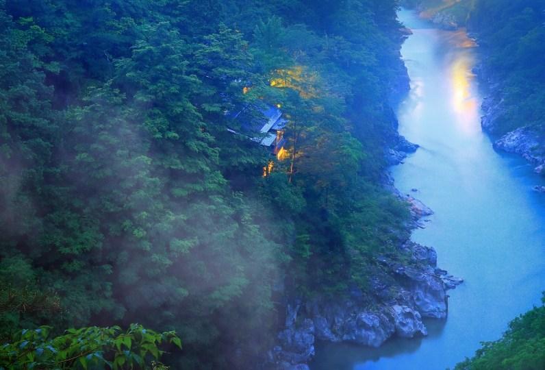 溪谷中的隱密旅宿 峡泉