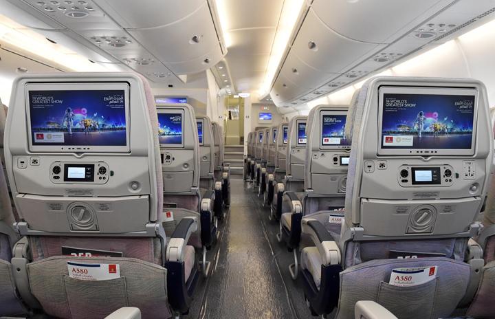 ek-Economy Class cabin-02