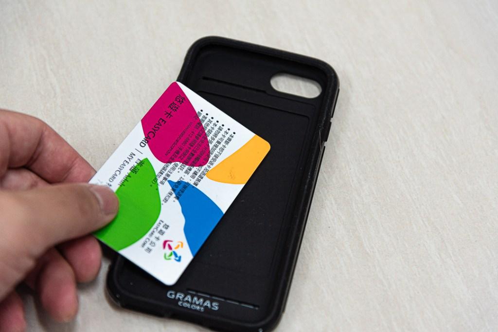 可以放置IC感應卡,一隻手機在手,就可以方便行走於都市之間。
