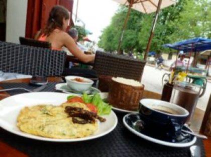 Lao breakfast omelet at Le Cafe Ban Vat Sene