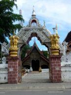 Wat Bupparam on Th Tha Phae.