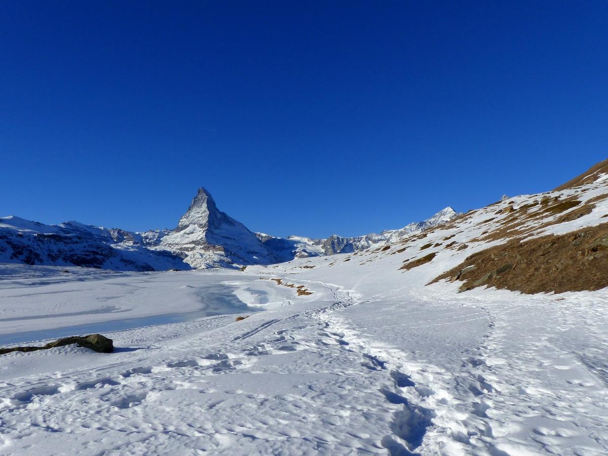 Pad door de sneeuw Zermatt