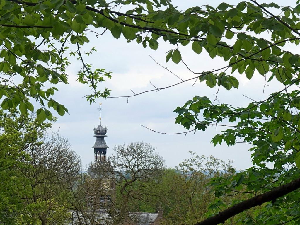 Doorkijkje op kerkje natuurwandelroute N70