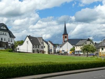 Zicht op de kerk van Stadtkyll