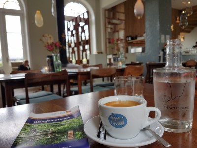 Een kopje koffie bij de restaurant de Witte Dame