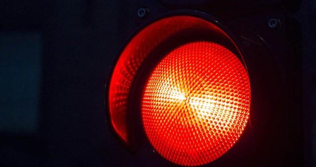 Boete-door-rood-licht-rijden-doet-flink-pijn-in-de-portemonnee