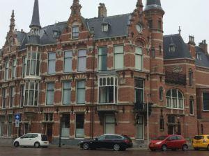 Monumentaal huis op Sweelinckplein